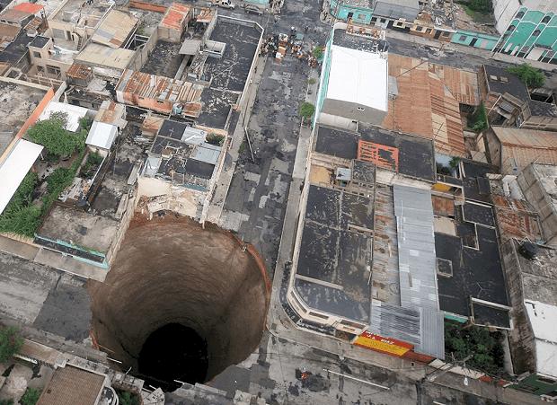 Zjawiska krasowe i zagrożenia dla budownictwa z nim związane
